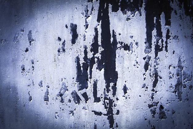 파란색, 보라색, 라일락, 질감. 오래 된 녹슨 벽 배경입니다. 거칠기와 균열. 프레임, 비네트