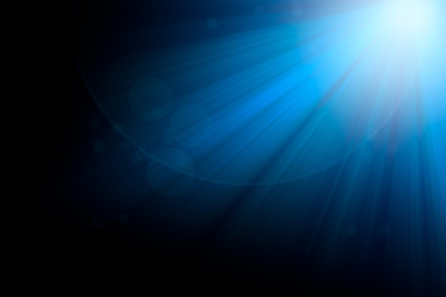 Голубые лучи света и боке на черном фоне для дизайна наложения.