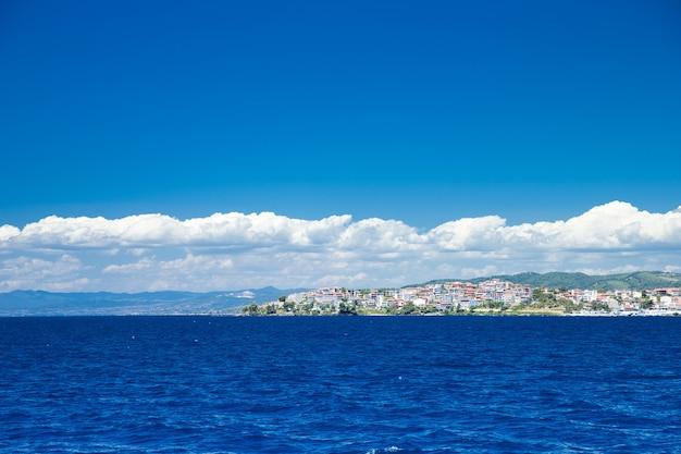 그리스에서 푸른 바다