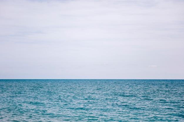 Голубой морской горизонт