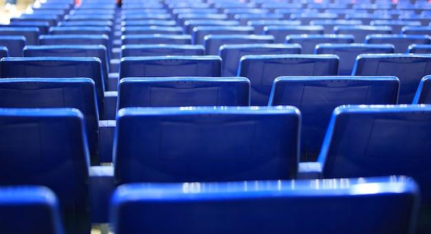 スペインのスタジアムの青い席