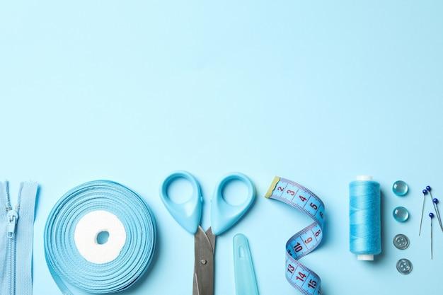 Синие швейные принадлежности