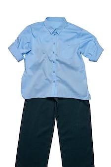 파란색 셔츠와 흰색 배경에 고립 된 어두운 바지. 클래식 의류.