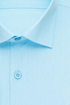 Синяя рубашка, подробный крупный воротник и пуговица, вид сверху