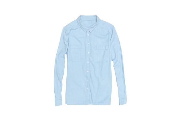 白い表面に青いシャツ。隔離する。ファッショナブルなコンセプト