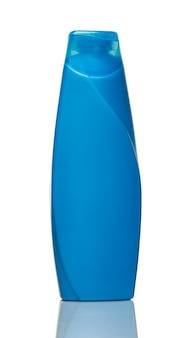 Синяя бутылка геля для душа, изолированные на белом фоне крупным планом