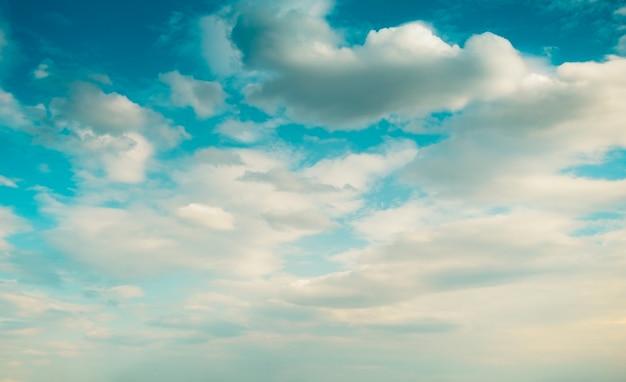 青い空と白いボリューム雲劇的な自然