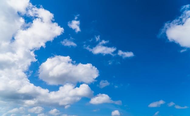 일광에 푸른 하늘 흰 구름