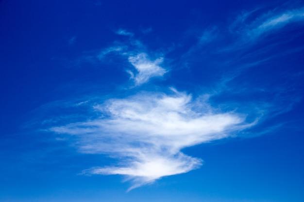 雲と青い空