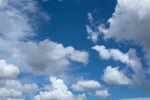 雲の背景、夏の時間、美しい空と青い空
