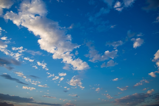 구름과 푸른 하늘