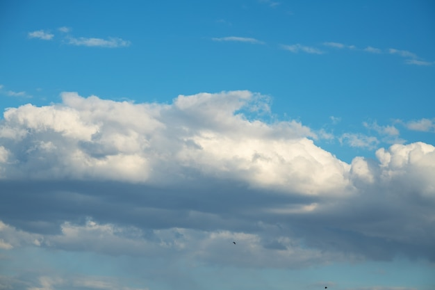 雲と青い空。