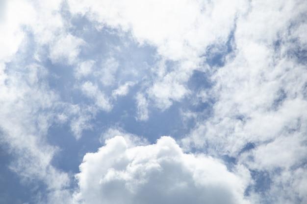 Blue sky with hite cloud under sunlight.