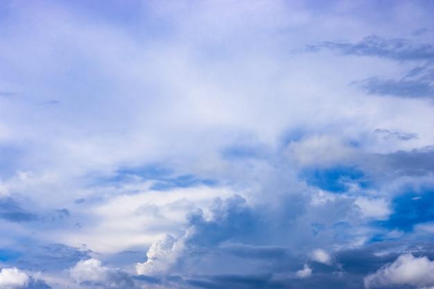 흰 구름과 푸른 하늘