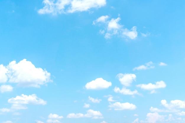 白い雲と青い空