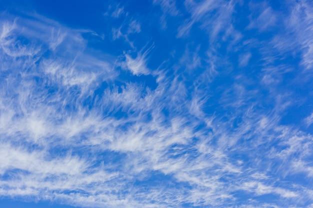 白い羽の雲、壁紙と青い空