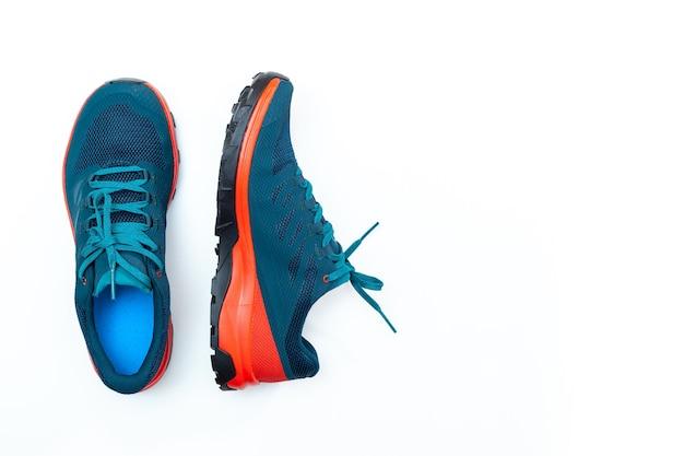 Синие кроссовки на белом фоне изолированных