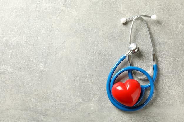 블루 청진 기 및 회색 심장