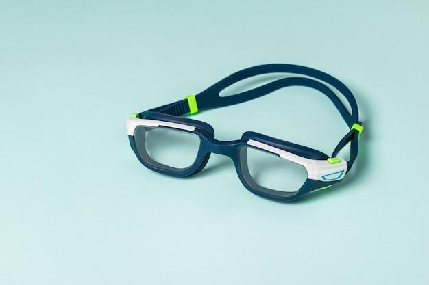 Синие очки для плавания