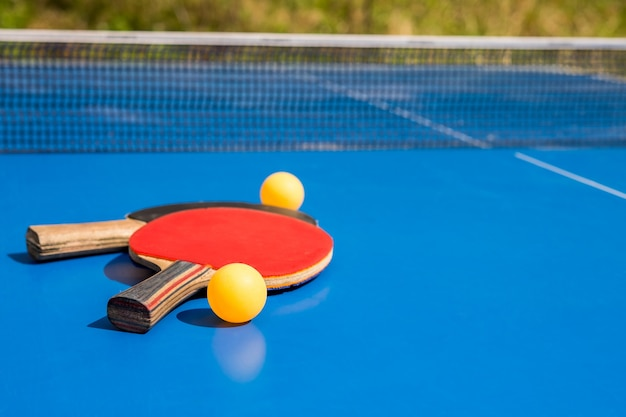 青い卓球またはピンポン