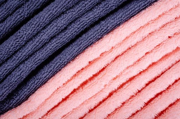 Голубая текстура ткани полотенца, фото взгляд сверху.