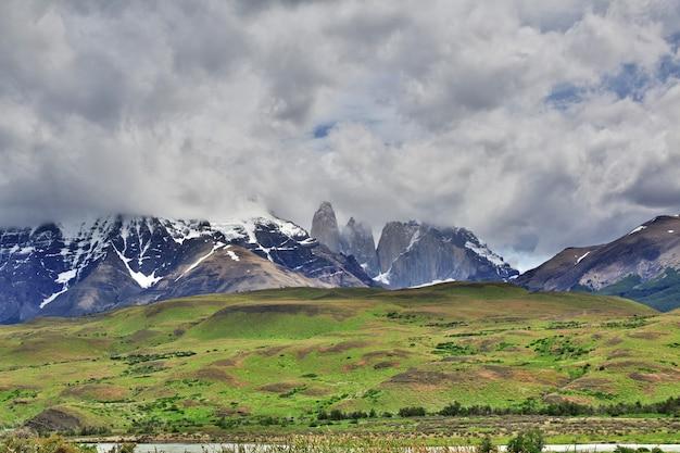 칠레 파타고니아의 토레스 델 페인 국립 공원에있는 블루 타워