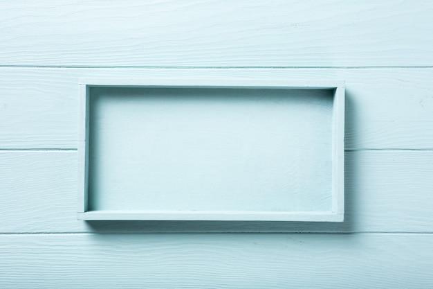 ボックストレイ付きの青いターコイズの木の板の表面