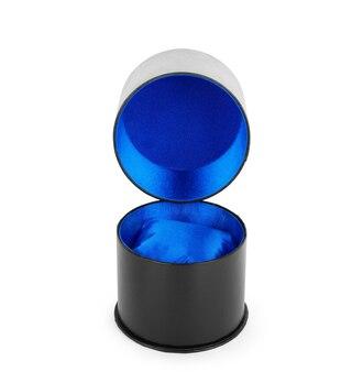 白い背景の上に分離されたリングの青いベルベットボックス