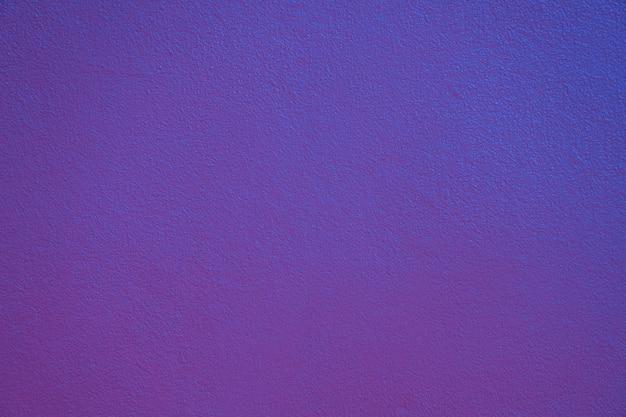 青紫の鮮やかな色の壁の背景。