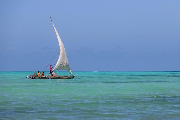 Голубые воды занзибара танзания