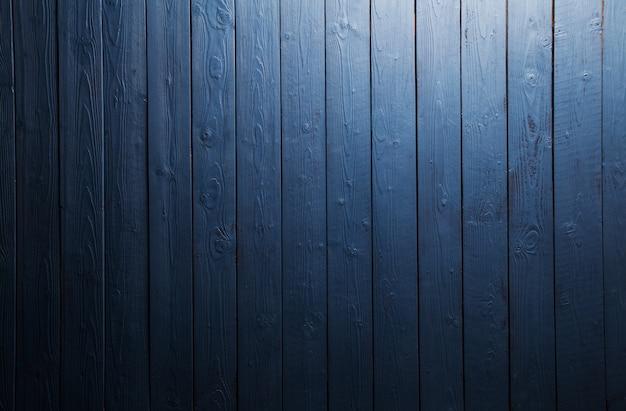 スポットライトと青い木の背景の暗いテクスチャ