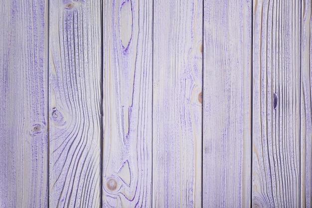 ぼろぼろのシックなスタイルで描かれた青い木製の壁