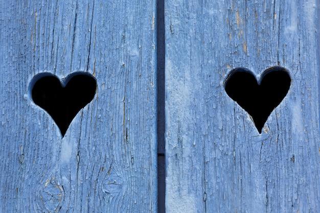 Синие деревянные ставни на окнах во франции