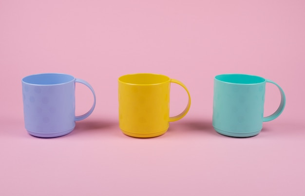 Blue, yellow and green cups in a row