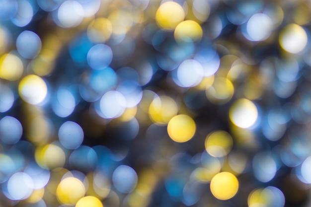 ブルーイエローホワイトボケ。クリスマスの背景のテクスチャ。