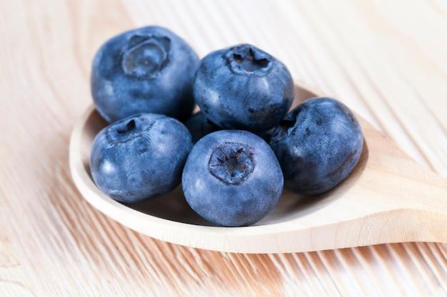 ブルーベリーは、収穫された野生のブルーベリーの料理に使用できます