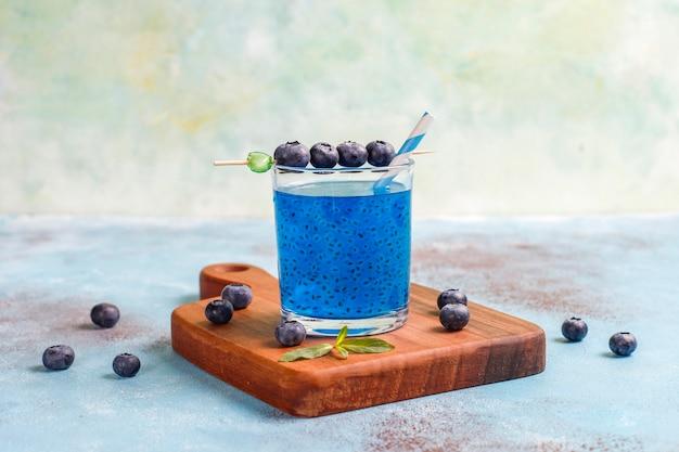 블루 베리 바질 시드 음료.