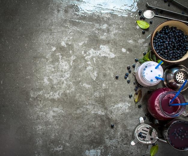 ブルーベリースムージーとジュースのブルーベリー