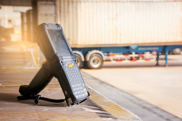 Bluetooth bar code scanner on pallet shipment goods