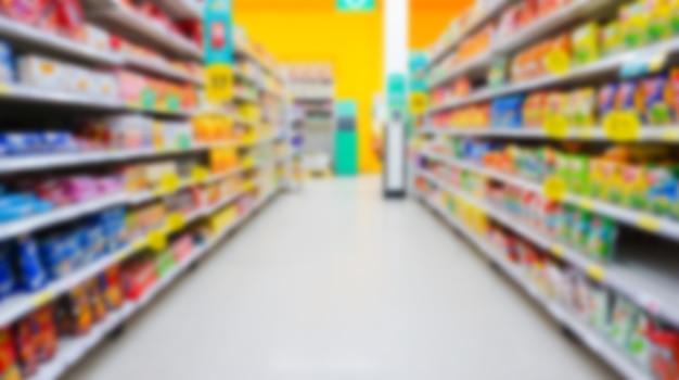 배경에 대한 흐림 및 초점이 흐려진 슈퍼마켓