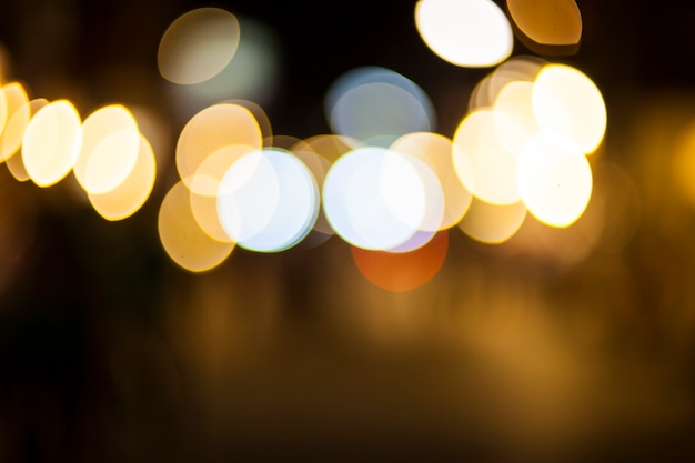 밤에 보케 빛을 흐리게 합니다.