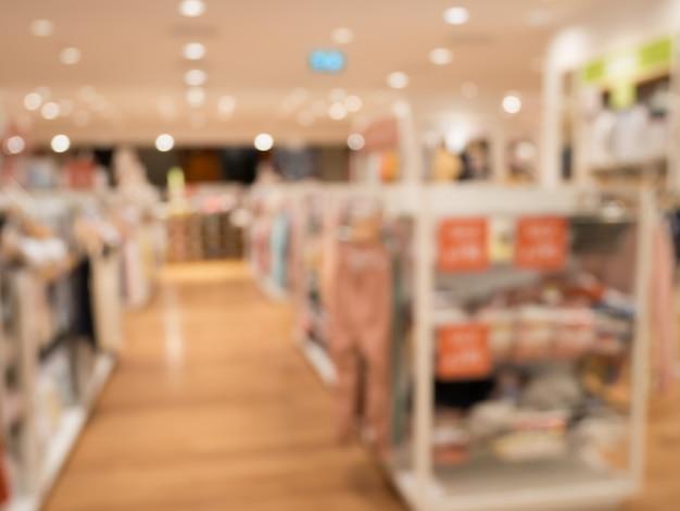 쇼핑몰에서 의류 매장 배경 흐림