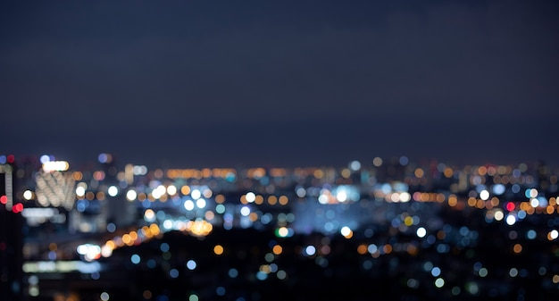 다채로운 bokeh 밤 도시 풍경 배경 흐림.