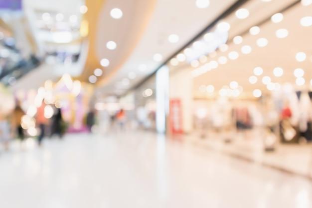 Размытие людей в современном торговом центре
