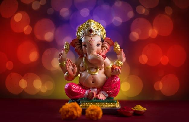 Blured bokhe、ガネーシャアイドルのヒンドゥー教の神ガネーシャ。