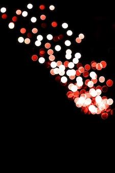 검정색 배경에 흐릿한 추상 여러 가지 빛깔의 반짝이는 조명 배경