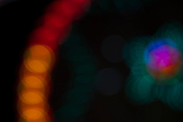Затуманенное парк развлечений чудо-колесо неоновые огни