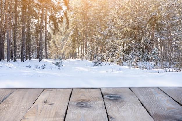 눈 덮인 크리스마스 자연 배경의 배경을 흐리게