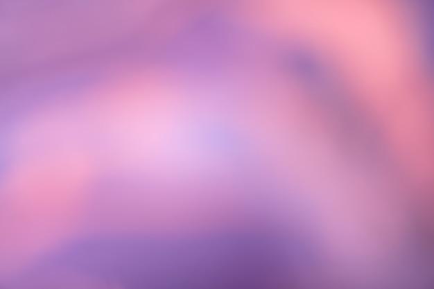 波線模様のぼやけた濃い紫とピンクの背景。ぼけとボケ味のあるデフォーカスアートの抽象的な紫のグラデーションの背景。ぼやけたライラックの壁紙。