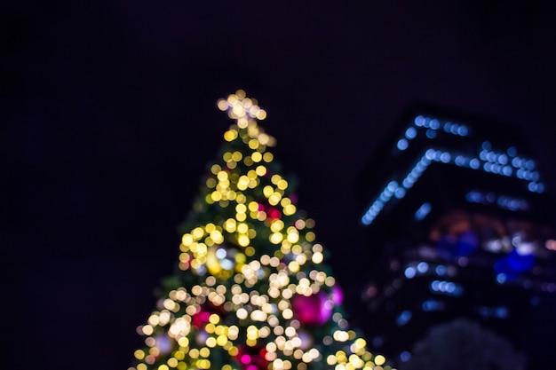 クリスマスツリーのぼやけたイメージ